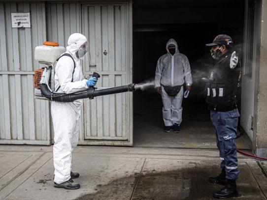 Con operativos casa por casa, Perú busca contener aceleración de contagios