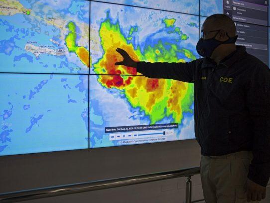 Dos huracanes amenazan a EE.UU.; mortales inundaciones en Haití