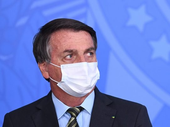 """Bolsonaro, de la amenaza de """"pólvora"""" a la promesa de buena letra ambiental"""