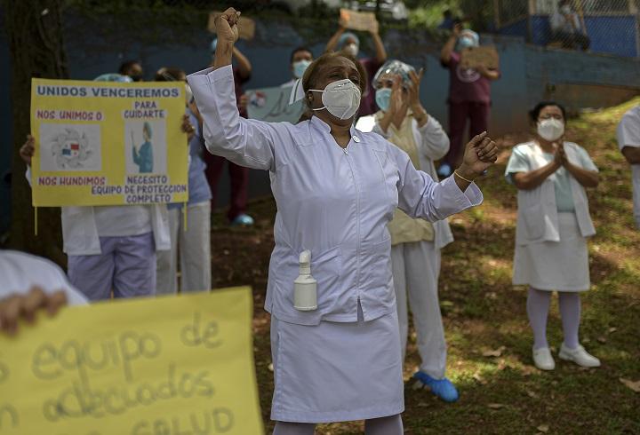 Enfermeras marchan a la presidencia en reclamo de salarios adeudados