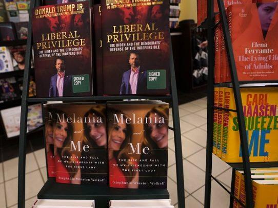 """""""Melania y yo"""", un libro que alimenta las especulaciones sobre la primera dama de EEUU"""