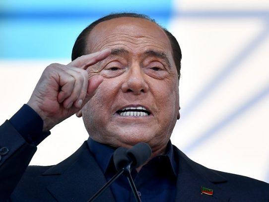 "Berlusconi, ""estable"" tras ser hospitalizado por coronavirus"