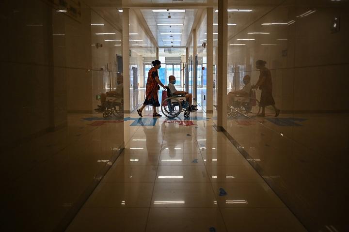 Un documental muestra los desbordados hospitales de Wuhan en el inicio de la pandemia