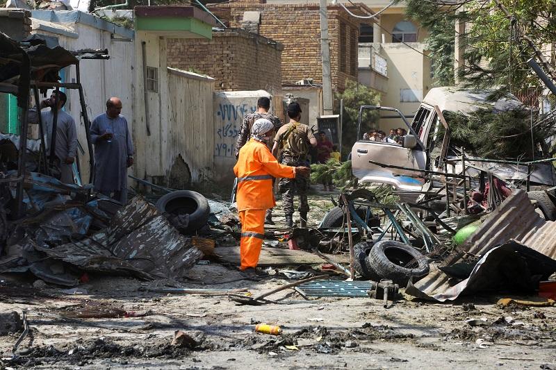 Al menos seis muertos en ataque con bomba contra convoy de vicepresidente de Afganistán
