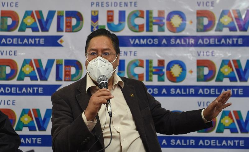 Favoritos Arce y Mesa votan en Bolivia, entre dudas por anulación de conteo rápido