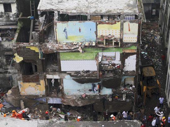 Derrumbe de un edificio en India causa al menos 39 muertos