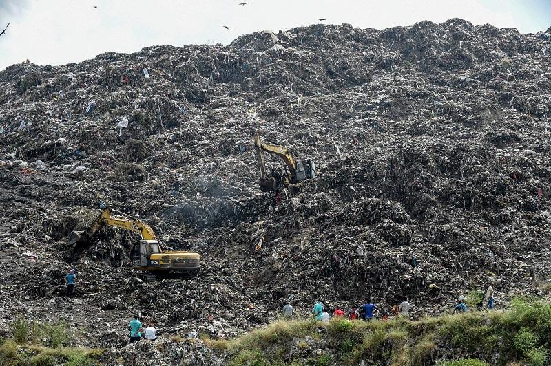 Buscan a una niña desaparecida en el basurero de India donde trabajaba