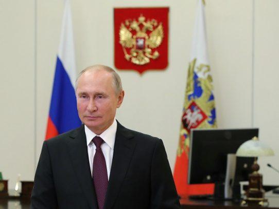 """Putin denuncia """"presiones externas sin precedente"""" sobre Bielorrusia"""