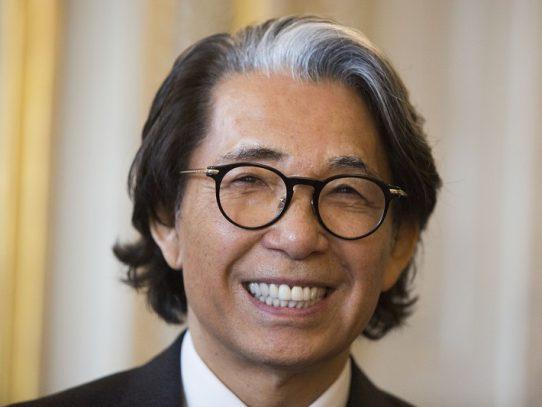 El diseñador japonés Kenzo fallece a los 81 años, debido al covid-19