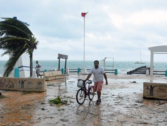 Huracán Delta golpea la costa mexicana, sin causar víctimas