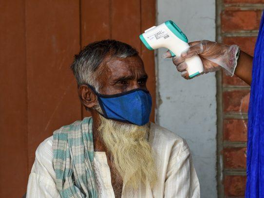 El misterio de la baja mortalidad por coronavirus en India