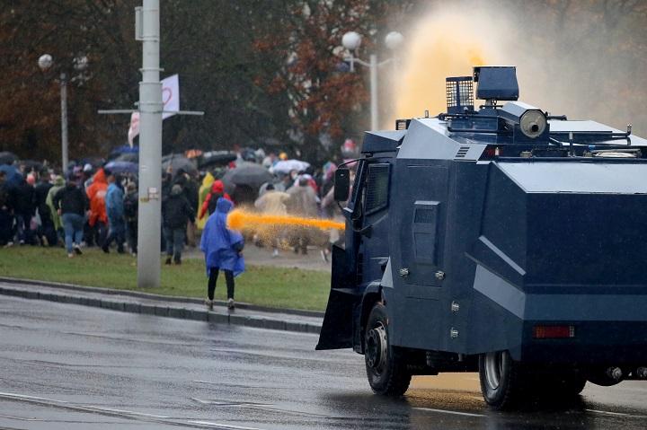 Arrestos y represión en una gran manifestación en Bielorrusia