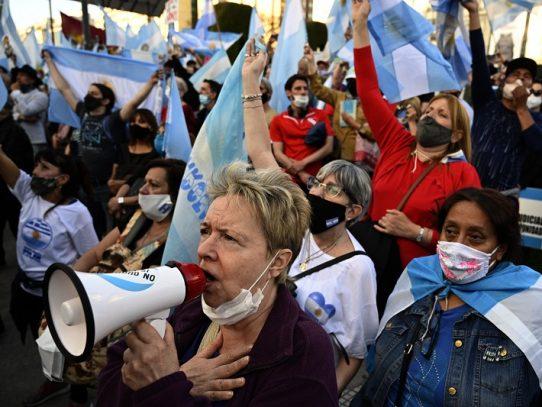 Récord de 663 muertes por covid-19 en un solo día en Argentina