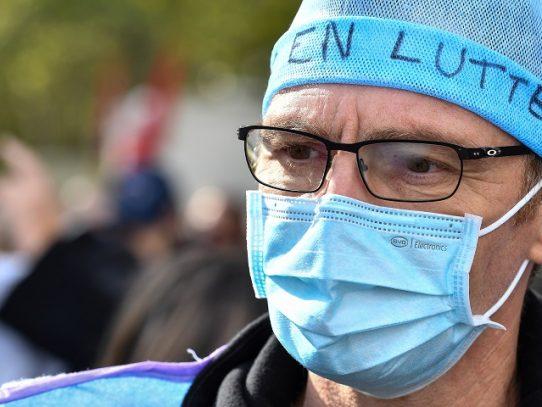 Francia decreta nuevo confinamiento a partir del viernes para frenar Covid-19