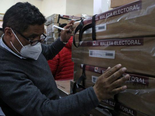 El coronavirus frena el voto de bolivianos en Chile y Panamá