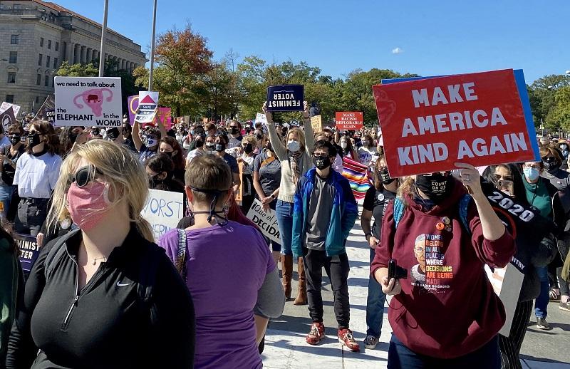 Miles de mujeres salen a manifestar contra Trump en EE.UU.