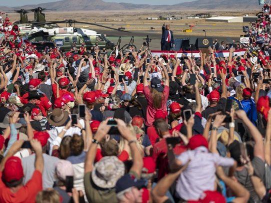 Entre arrepentidos, jóvenes y latinos, Biden puede quitarle a Trump la crucial Arizona