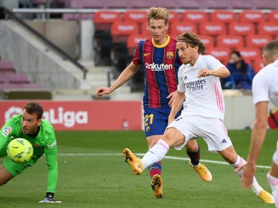 El Real Madrid gana 3-1 en Barcelona en el Clásico de la Liga española