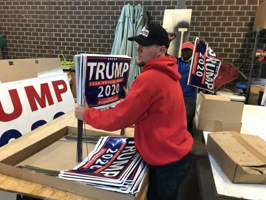 EE.UU.: Guerra de pancartas de Biden y Trump, símbolo de la polarización