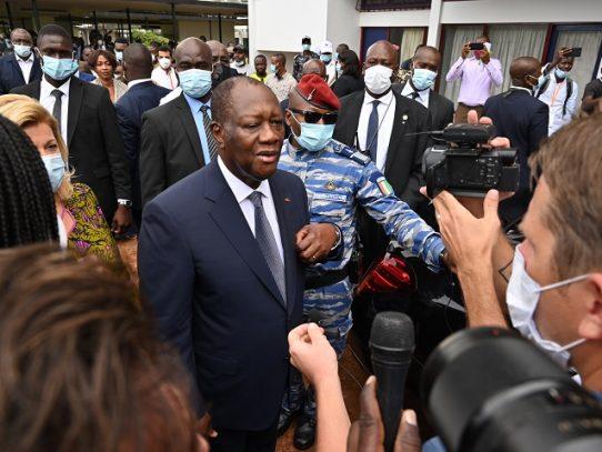 Primeros resultados en Costa de Marfil dan al presidente Ouattara como claro ganador