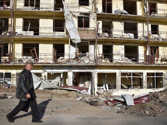 Armenia afirma que continúa la batalla por ciudad estratégica en Nagorno Karabaj