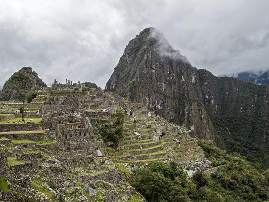 Reabre Machu Picchu, la maravilla que puso a Perú en el mapa del turismo mundial