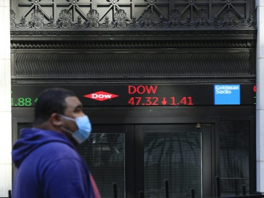 Bolsa de Nueva York abre a la baja luego de anotar récords