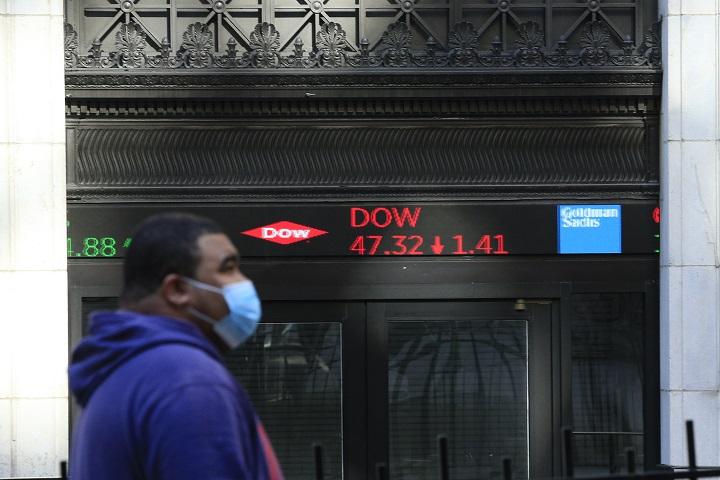 Wall Street abre dispar luego de euforia del lunes