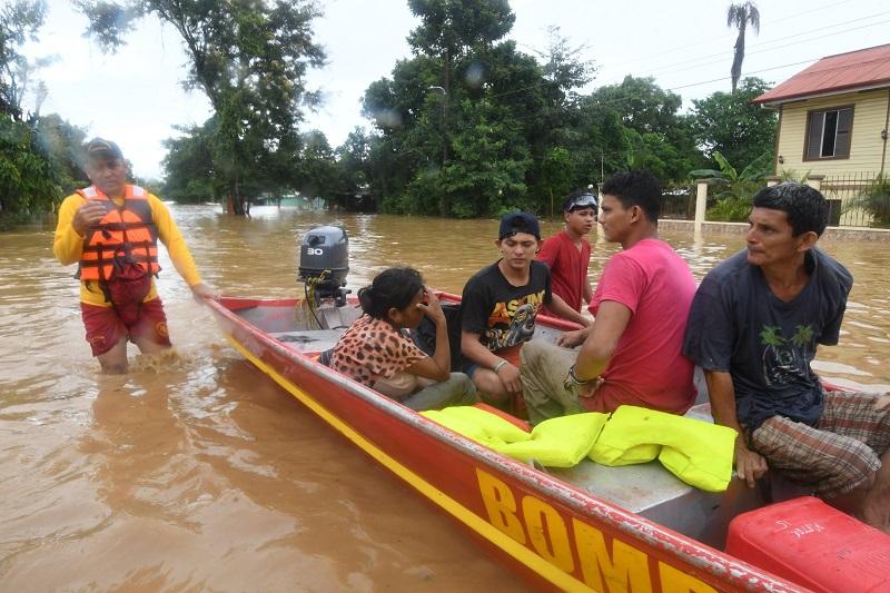 Eta deja al menos ocho muertos por derrumbes e inundaciones en Centroamérica
