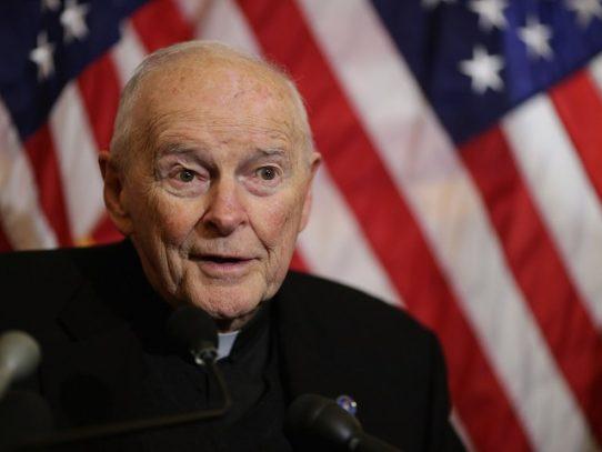 Vaticano niega haber encubierto al cardenal McCarrick pese a su fama de pederasta