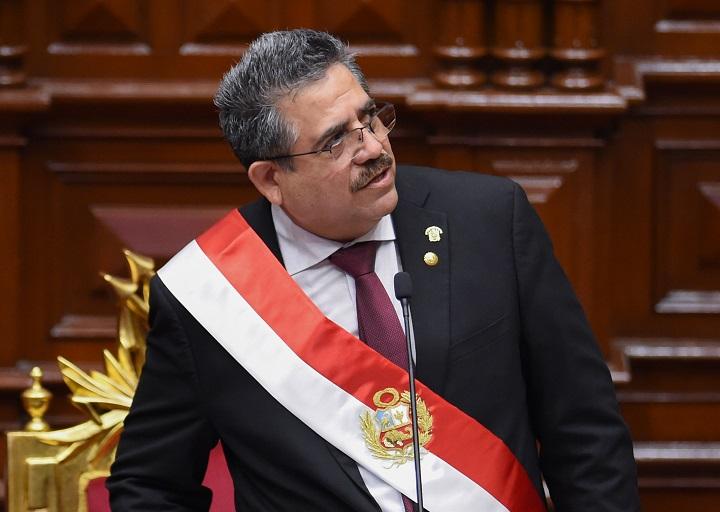 Merino asume la presidencia de Perú entre protestas y con un desplome de la bolsa