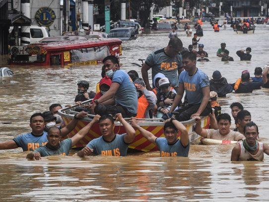 El tifón Vamco deja once muertos e inunda la capital de Filipinas