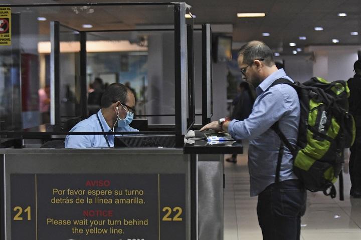 """OPS señala """"impacto limitado"""" de pruebas de Covid para viajes para controlar contagios"""