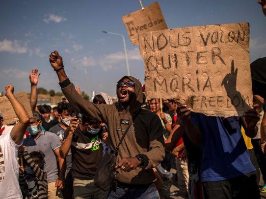 """El jefe de la ONU pide """"solidaridad europea"""" con refugiados sin techo en isla griega de Lesbos"""