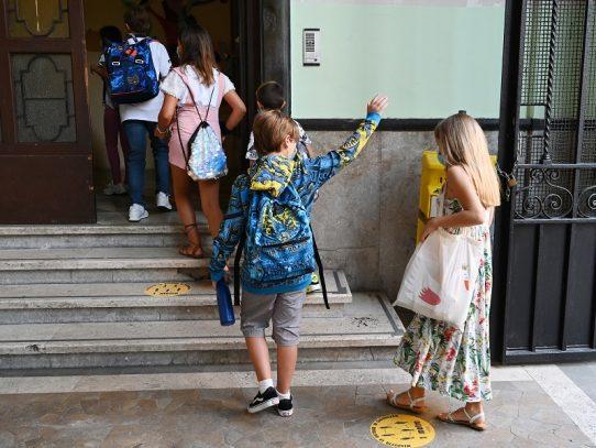 Millones de alumnos vuelven a la escuela en Italia