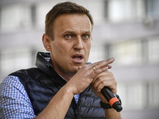 Hallados restos de Novichok en una botella del hotel donde estuvo Navalni, según su entorno