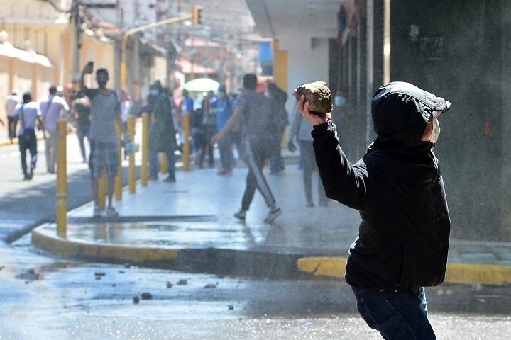 Policía hondureña reprime manifestación opositora