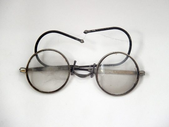 Un par de anteojos de Gandhi en subasta en Inglaterra