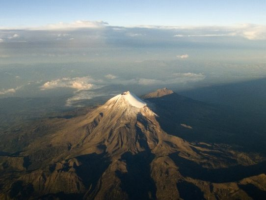 Rescatan cadáver de alpinista en pico más alto de México