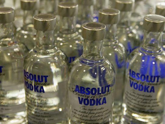 El vodka es inútil para protegerse contra el coronavirus, advierte un fabricante