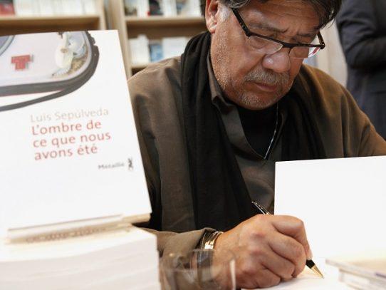 Escritor chileno Luis Sepúlveda contagiado por coronavirus