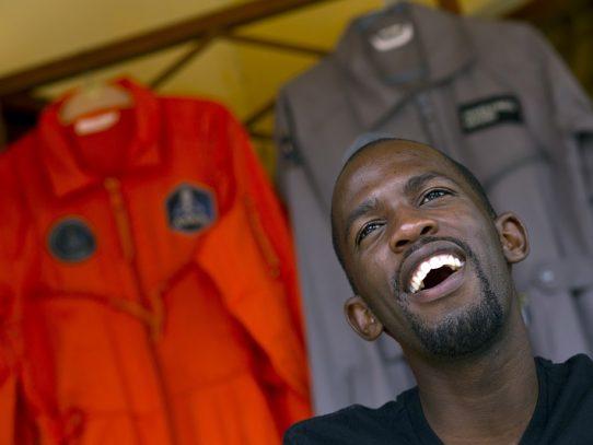 Hombre que iba a ser primer negro africano en el espacio muere en accidente de moto