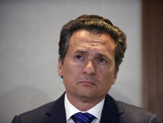 Exjefe de Pemex implica a expresidentes y políticos en trama de corrupción