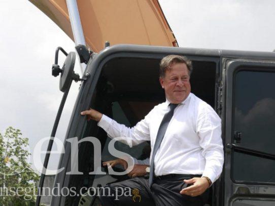 """Varela pide a militares venezolanos no cometer el mismo """"error que en Panamá"""""""