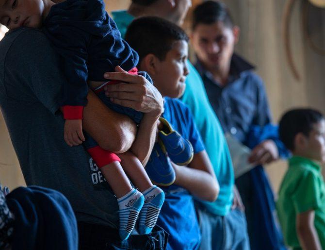 Revelan video que muestra la muerte de un menor migrante bajo custodia de EE.UU.