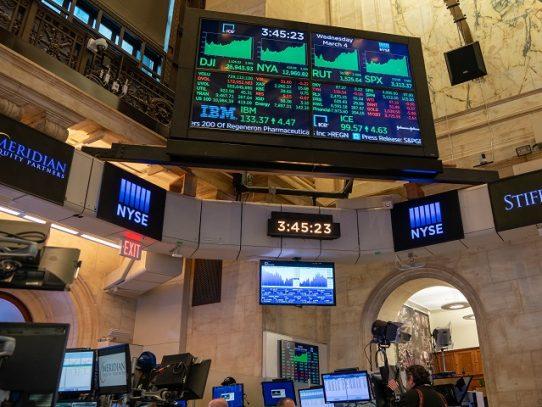 Dow Jones abre por encima de su récord