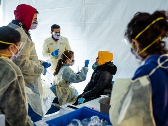 """""""Estamos todos expuestos"""": el miedo se apodera del personal de salud en Nueva York"""