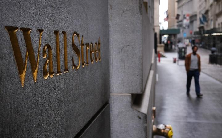 Wall Street corta racha de caídas gracias a sector tecnológico