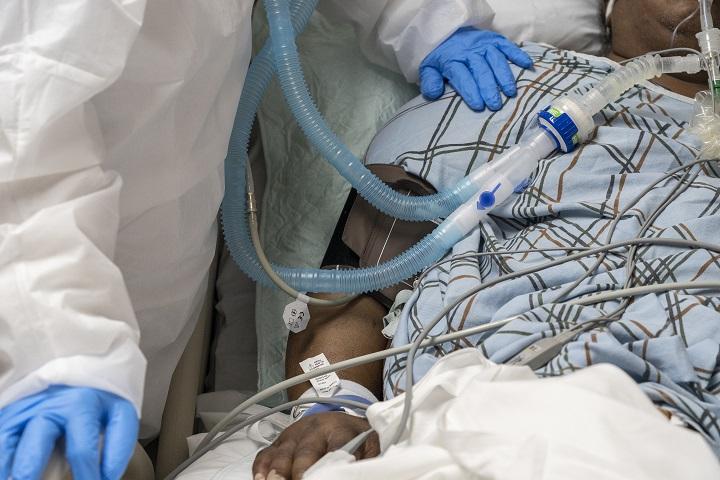 """Banda """"vendía"""" camas de cuidados intensivos a enfermos de covid-19 en Perú"""