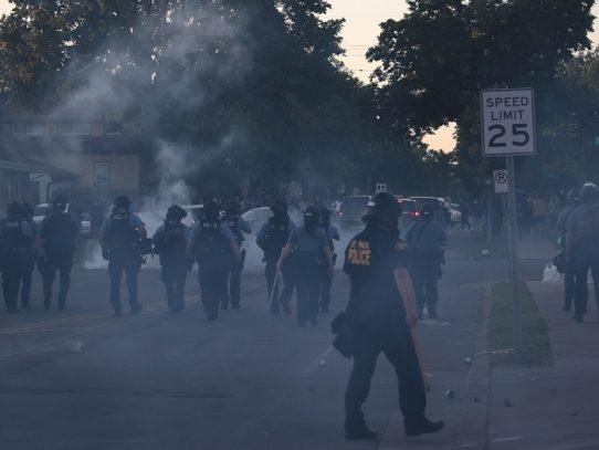 Tensión en EE.UU. tras la muerte de un hombre negro a manos de la policía